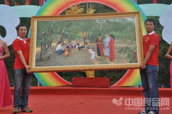 著名画家陈国创为枣乡赠送油画作品