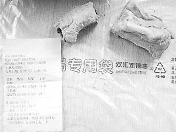 中国网络电视台报道的双汇肋排蛆虫事件中消费者提供的照片