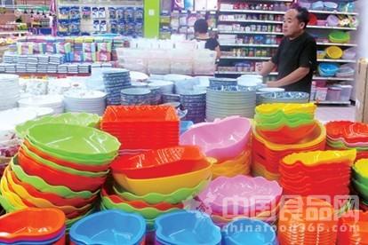 消费者应慎用彩色餐具