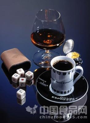英研究发现:喝酒可延年益寿 嗜饮咖啡易短命